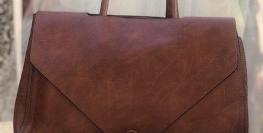 Τσάντα χειρός Dudlin σε ταμπά χρώμα.