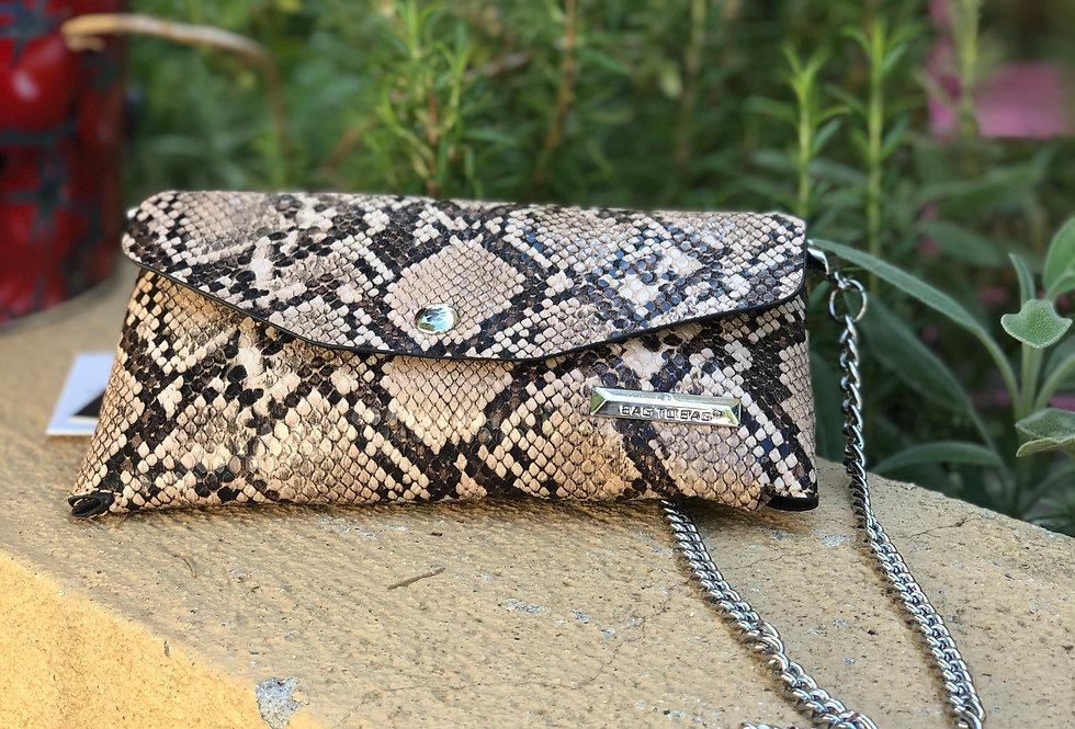 Τσάντα μικρή σε snake print.