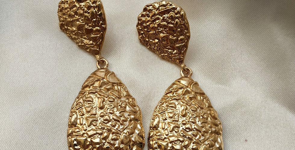 Σκουλαρίκια μεγάλα ανάγλυφα σε χρυσό χρώμα