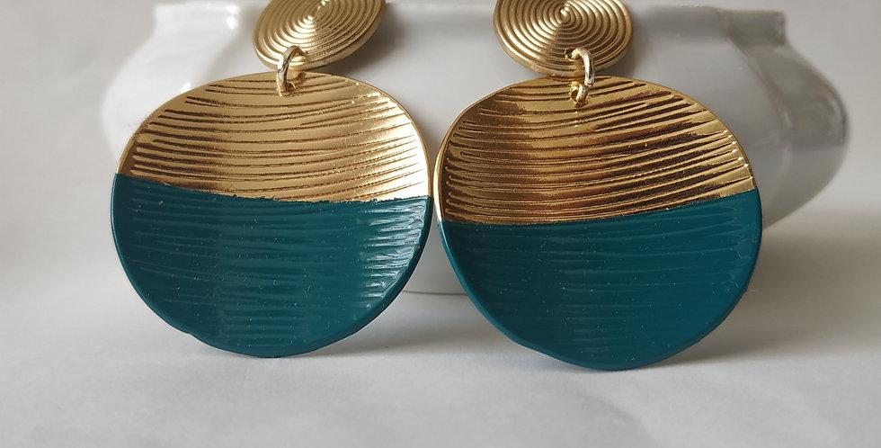 Σκουλαρίκια με χρυσό και πετρόλ χρώμα.