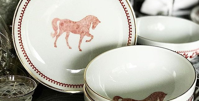 Horse Luck Collection-Red 6'lı Tabak Set (44 parça)