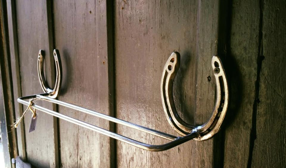 Horse shoe towel rail