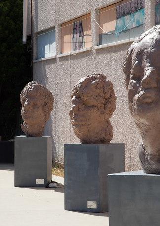 Heads , Outdoor