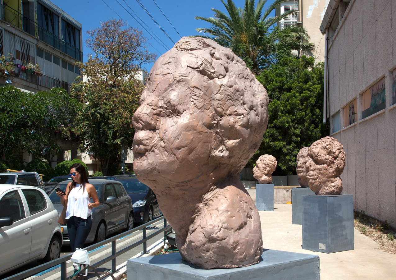 Heads , Outdoor