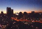 大都会の夕暮れ