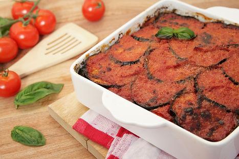 parmigiaa napoletana classica con melanzane e sugo. ricetta