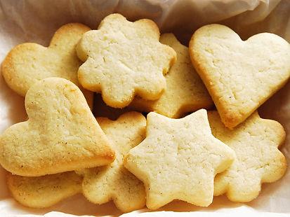 biscotti morbidi di pasta frolla, in fantasia, al burro.