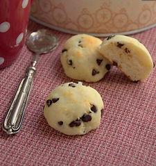 bocconcini morbidi con impasto di ricotta e gocce di cioccolato. ricetta