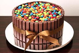 Torta kitkat e m&m