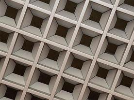Подвесной потолок грильято, подвесной потолок албес грильято пирамидальный.