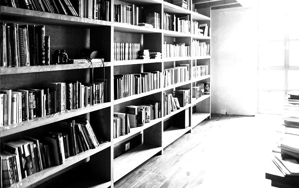 Bibliotecă cu cărți
