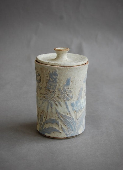 Stoneware sugar pot with lid
