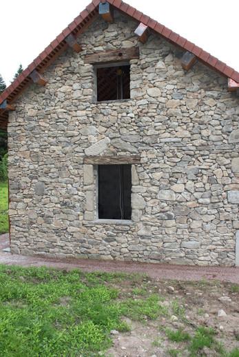 Maçonnerie de pierre et linteau chêne