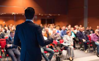 O poder da oratória como ferramenta para o desenvolvimento profissional