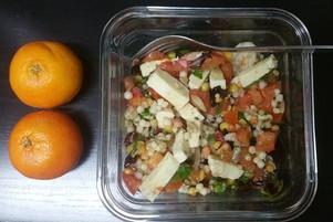 Couscous perlé tricolore (mélange de orzo, de blé entier, pois jaunes cassés et quinoa) avec légumes