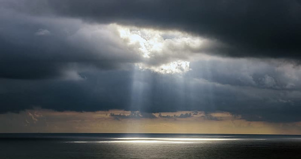 photo-of-ocean-with-crepuscular-rays_edi