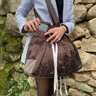 bolso grande de tela labrada color marron