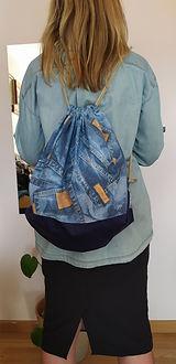 mochila de tela vaquera