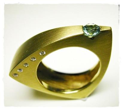 Aurealis Triangle Ring