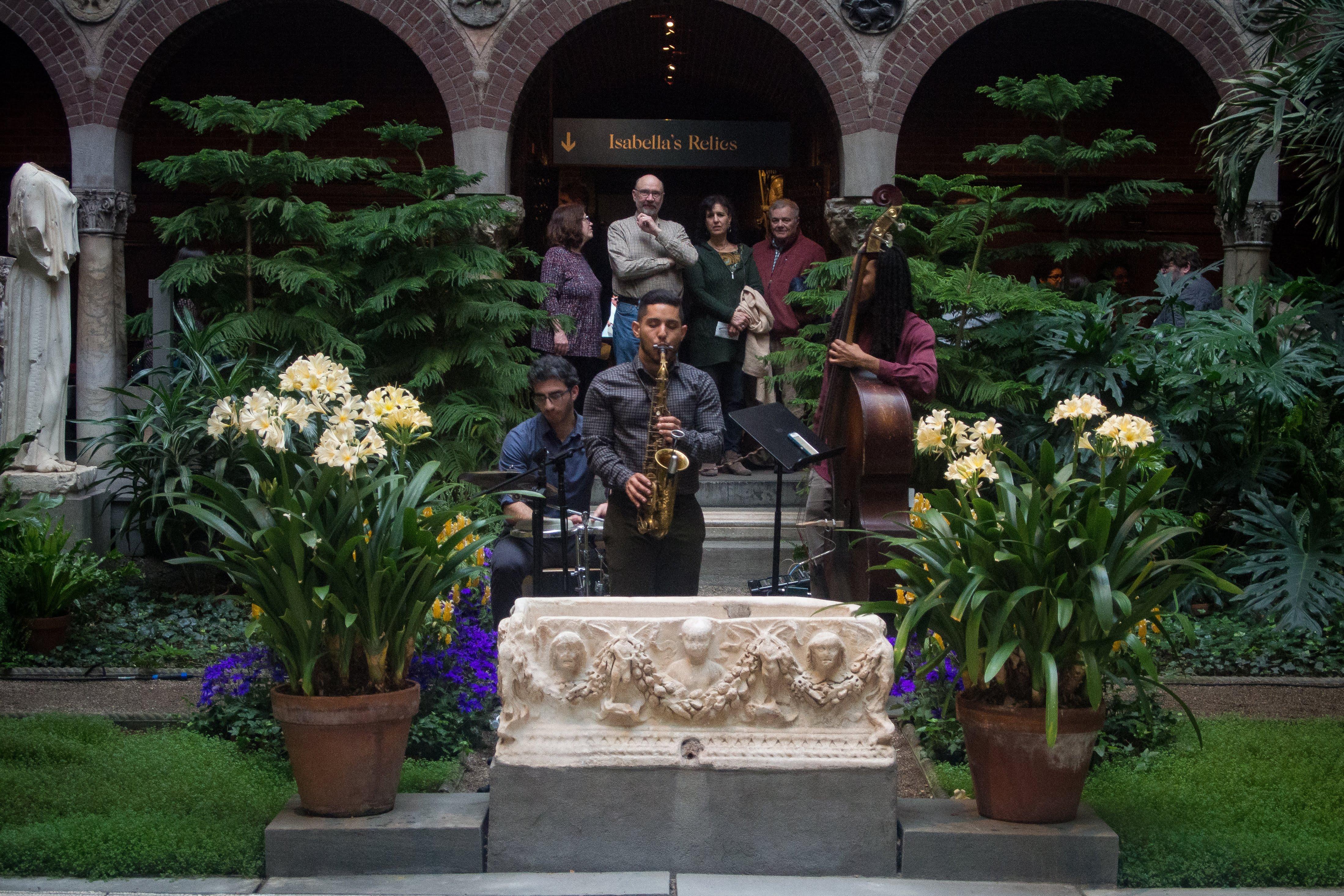 Music by: Suaz Trio