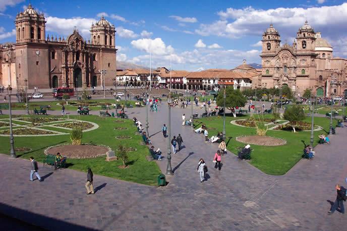 Plaza-de-Armas-Cusco.jpg