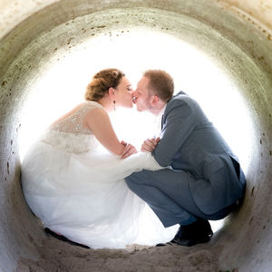Romantische fotoshoot met Leids bruidspaar in historisch binnenstad Leiden
