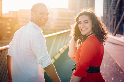 Loveshoot met leuke gemengde koppel uit Suriname op de Erasmusbrug in Rotterdam