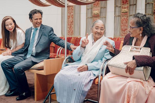 Grootmoeder helemaal eens met trouwen van zoonlief @Gemeentehuis Den Haag
