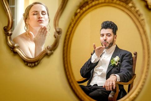 Fotoshoot bruidskoppel met weerspiegeling @Kasteel Wijenburg
