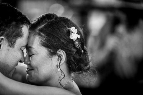 Surinaamse bruid in tranen bij openingsdans met kersverse man @De Kuip Rotterdam