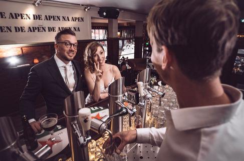 Fotoshoot met bruidspaar @Cafe de Witte Aap aan de Witte de With straat inRotterdam