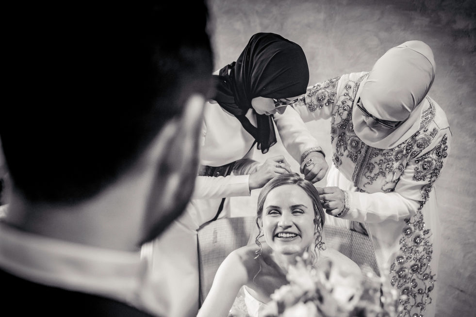 Blozende blikken bruidspaar