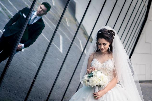 Fotoshoot met Iraanse bruidspaar in Amsterdam bij het Eye filmmuseum