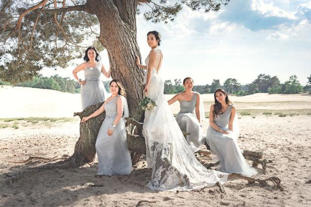 Chinese bruid net bruidsmeisje shoot met bruid en bruidsmeisjes in de Soesterse Duinen van Utrecht