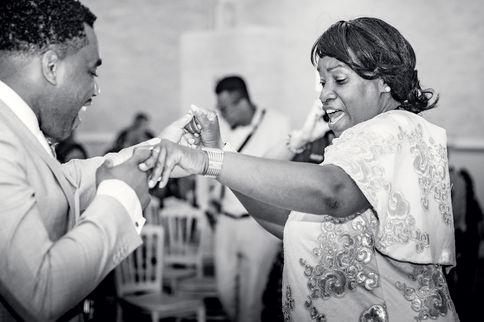 Openingsdans bruidegom met moeder @Den Haag