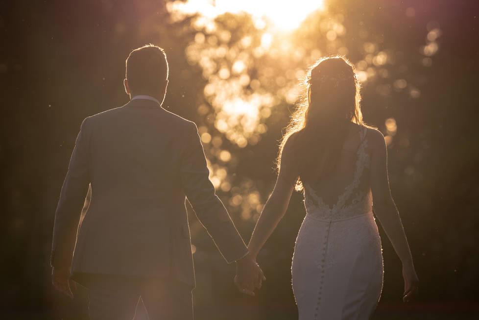 Bruidspaar met één blik op de toekomst gericht @Het Heerenhuys Rotterdam