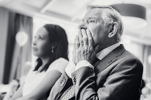 Vader van bruid gloeit van trots nadat hij haar hand heeft weggegeven @Amsterdam