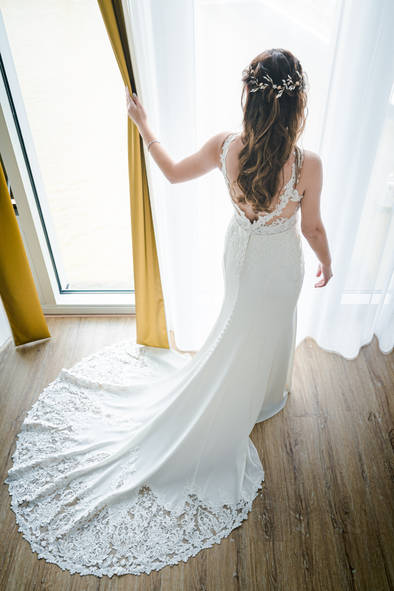 Bruid laat haar bruidsjurk zien @Nhow Rotterdam