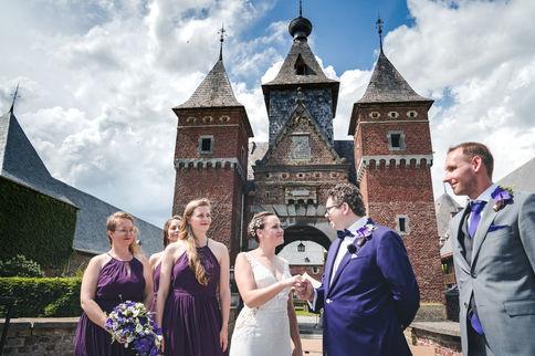 Voltrekking huwelijk van bruidspaar tijdens ceremonie @ Kasteel Kommanderie Echteld in Belgie