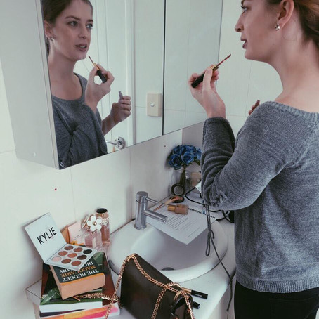 How to Put On Makeup in the Morning