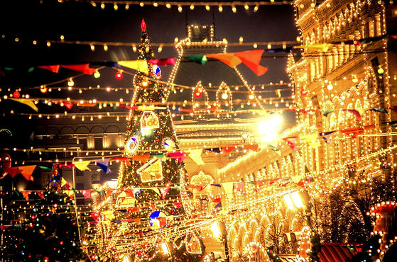 Christmas lights market across the border with transactions happening