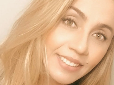 """Entrevista com Vitória Moreira: Vencedora na categoria """"Romance de Entretenimento 2020""""."""