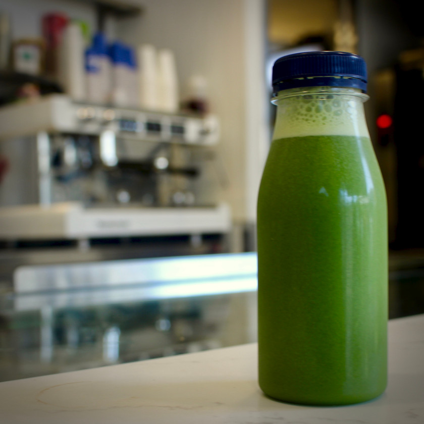 Green juice - spinach, kale, cucumber and apple