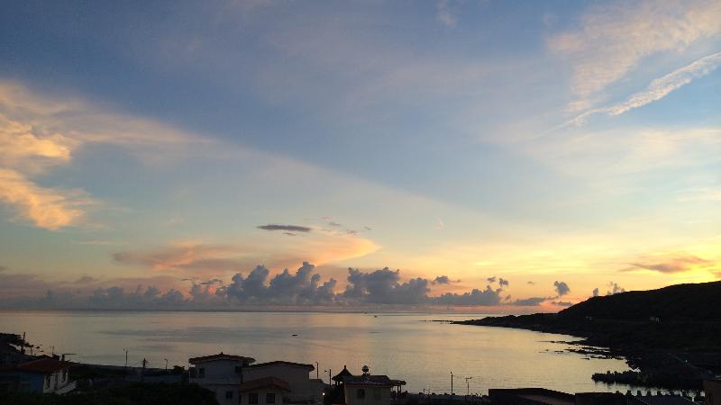 漁村海灣的日出