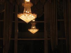 大廳水晶吊燈倒影
