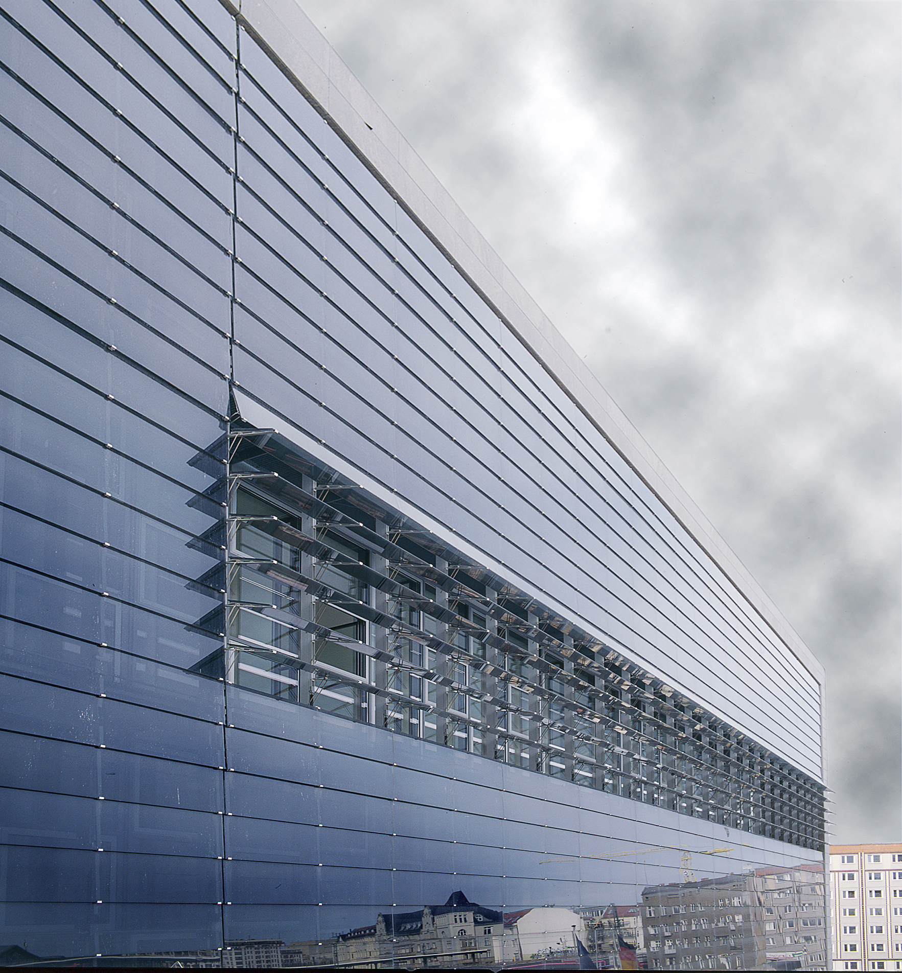 Bundespresseamt Berlin 01 - glass louvers.jpg