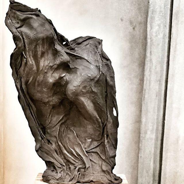 Kiss in bronze.jpg