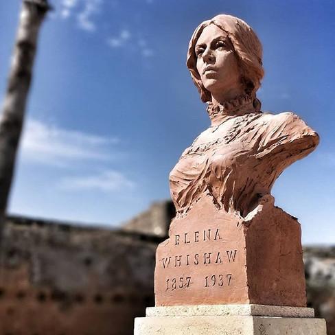 Monumento a Elena Whishaw en Niebla. 11-