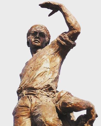 Figura central del Monumento a los Marin