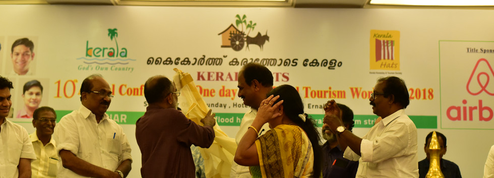 Best B&B KERALA HATS 17-18 Receiving the Award for the Best Homestay in Kerala